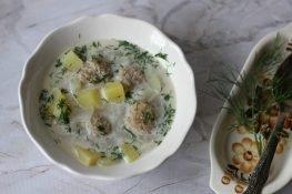 Zupa z kalarepy z pulpetami