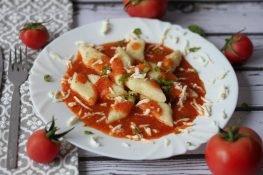 Bezglutenowe kopytka z sosem pomidorowym