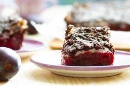 Ciasto ze śliwkami i pianą z białek
