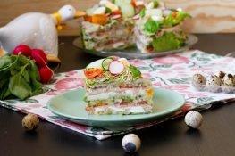 Torcik z warzywami, jajkiem i szynką