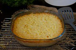 Zapiekany makaron z kalafiorem i sosem serowym