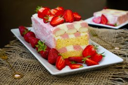 Ciasto z truskawkami i kremem