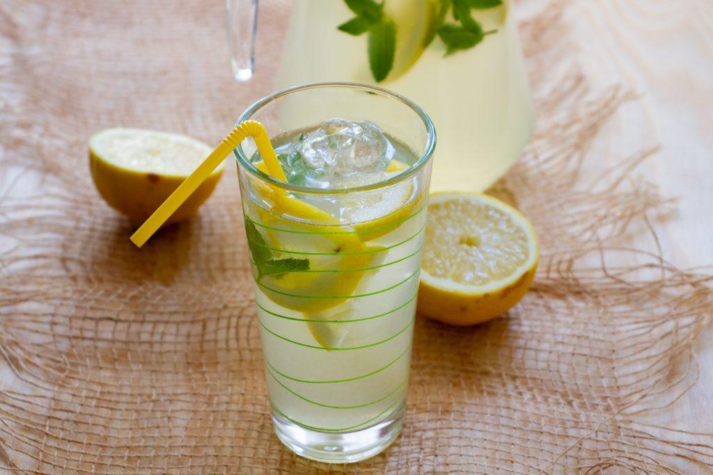 Lemoniada z sokiem z cytryny