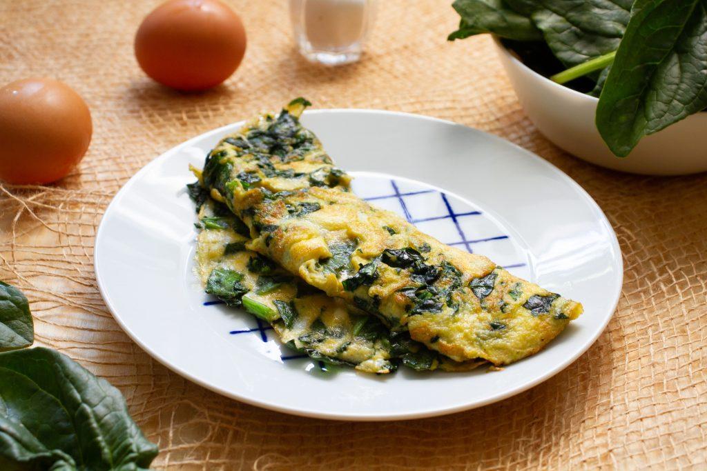 Omlet z jajek ze szpinakiem