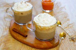Latte z puree z dyni i przyprawami